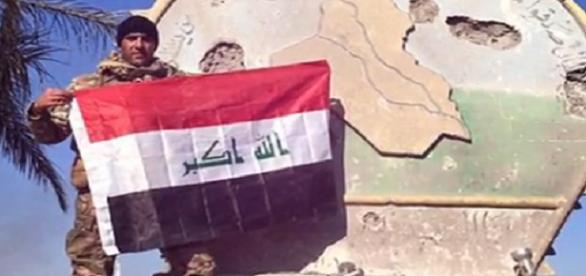 Bandera de Irak ondea nuevamente en Ramadi