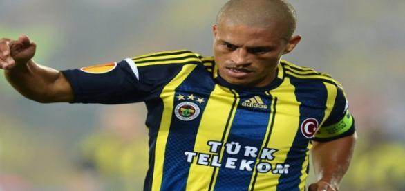 Alex brilhou com a camisa do Fenerbahçe