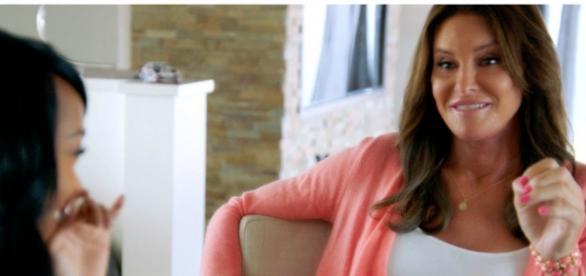 Caithlyn Jenner pretende adotar (E! News)