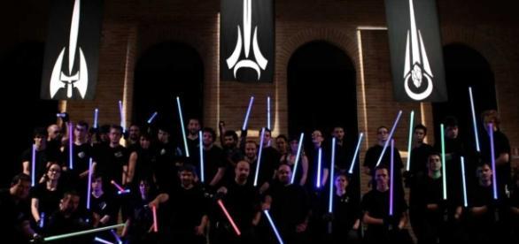 Academia de Combate com Sabres de Luz