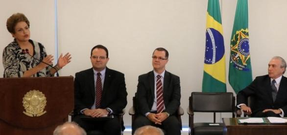 Dilma aumenta o salário mínimo acima do previsto.