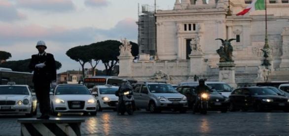 Tráfico en Roma, en la Plaza Venecia. Flickr