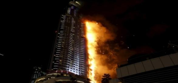 Incêndio destruiu hotel cinco estrelas em Dubai