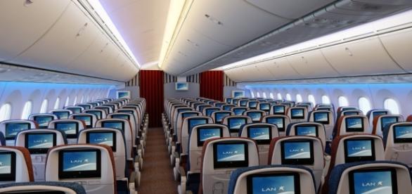 Interior de um boeing 787-800.