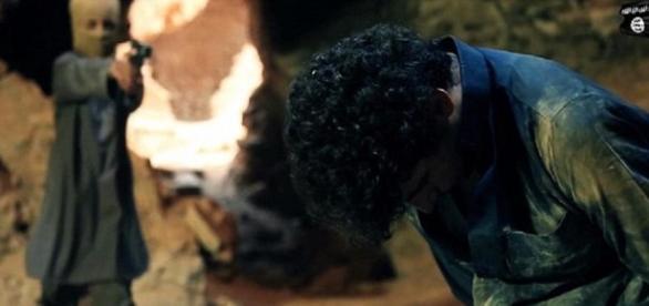 """Copii ISIS joacă """"ascunsa"""" cu prizonierii"""