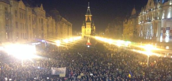 Timişoreni în stradă, cerând demisia lui Ponta
