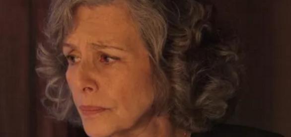 Vitória se vinga e planeja expulsar Emília
