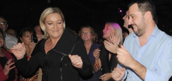 Le Pen e Salvini che festeggiano.