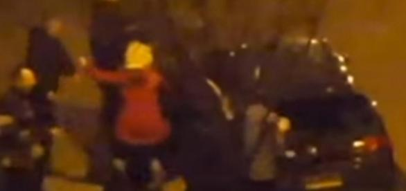 Polacy biją się po kościołem w Londynie
