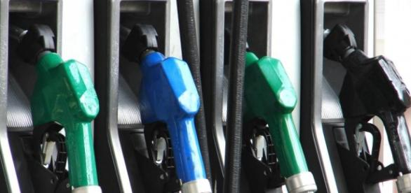 S-au ieftinit carburanții în România