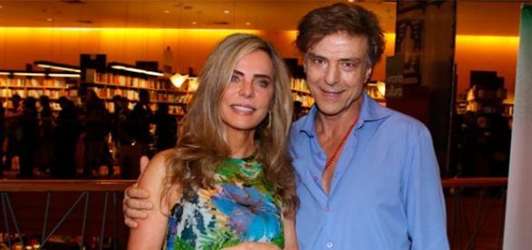 Bruna e Riccelli em noite de autógrafos em Sampa.