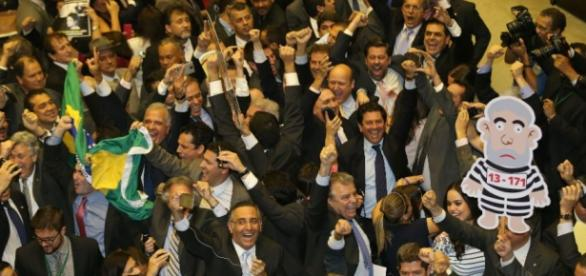 Chapa da oposição vence e tem maioria na comissão