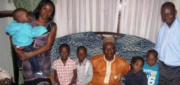 Famille Majesté Petsoko autour du roi Bagam