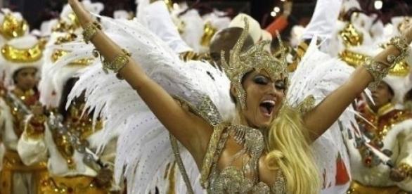 Le carnaval de Rio et ses danseuses ..