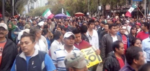 Los maestros marchan en la Ciudad de México