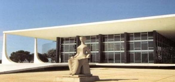 Na sede do STF, mais uma vez Duque escapa à prisão