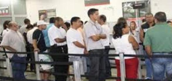 A desgastante espera em filas de bancos