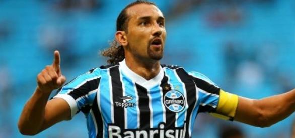 Barcos, artilheiro do Grêmio, vai jogar na China