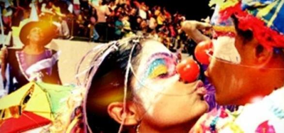 É preciso ter cuidada ao beijar no carnaval