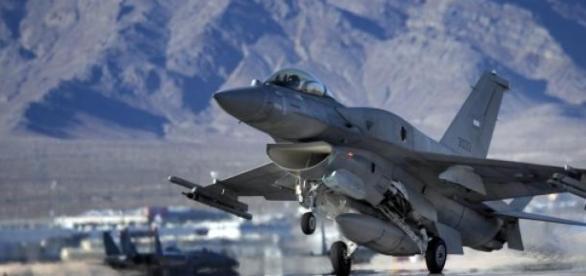 Emiratos Árabes regressam aos combates contra EI.