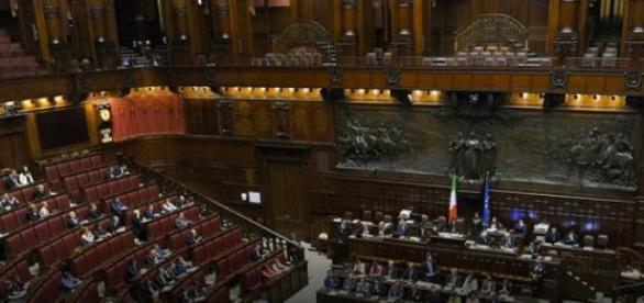 Riforma Senato, rissa a Montecitorio