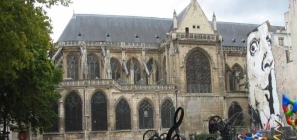 Plac przy galerii Pompidou w Paryżu