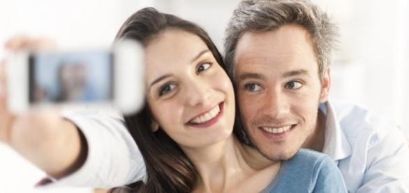 pozle selfie vs pozele couple