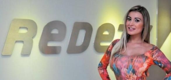 Andressa Urach pede desligamento da RedeTV!