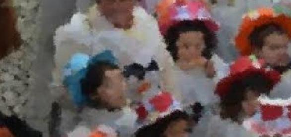 Crianças fantasiadas no desfile das escolas!