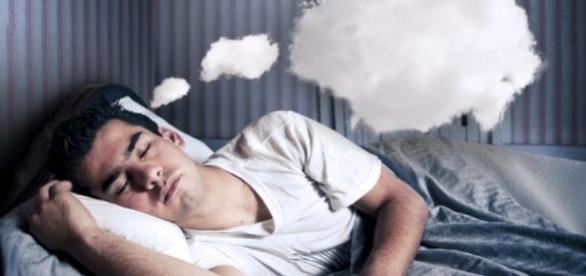 influenta viselor asupra memoriei