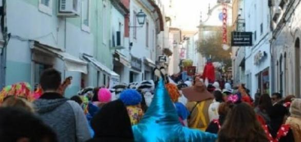 """""""Carnaval mais português"""" de Portugal é em Torres."""