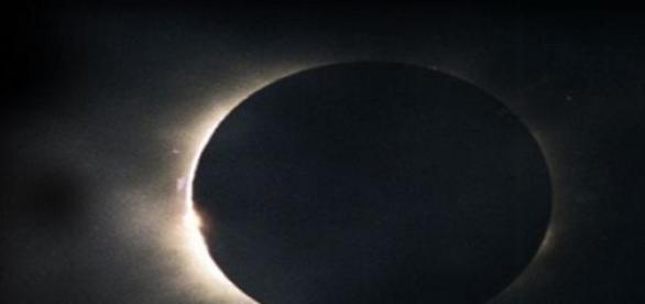 Eclipse solar, en fase de Luna nueva