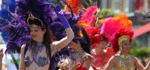 O Carnaval é festejado com cor, música e máscaras