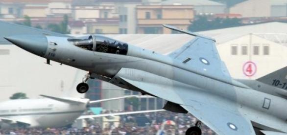 Caça FC-1 utilizado pelo Paquistão, aliado chinês.