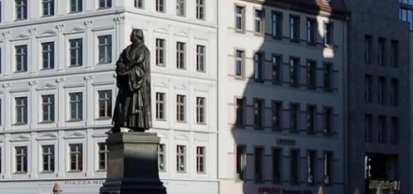Drezno. Pomnik Lutra i Hotel de Saxe