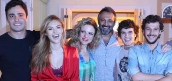 Parte do elenco da novela (Foto: Divulgação)