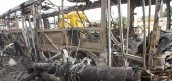 Acidente com ônibus em São Gonçalo deixa 9 mortos