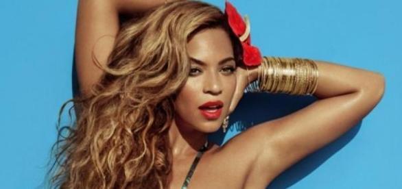 Sem Photoshop o rosto de Beyoncé não é assim.