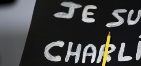 Revista Charlie Hebdo isi suspenda activitatea