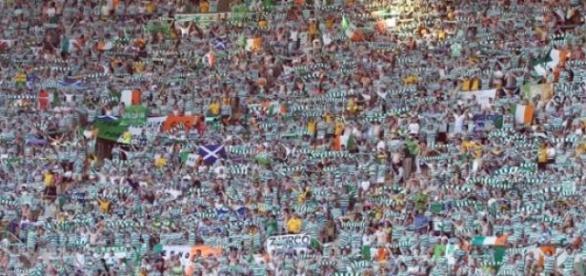 A linda e fanática torcida do Celtic
