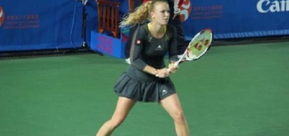 Wozniacki faces Halep in the last-four in Dubai