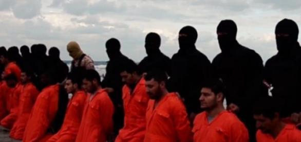Em novo vídeo, EI decapita cristãos egípcios