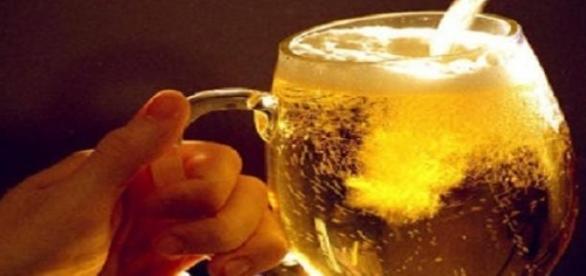 Facebook-ul dezvolta dorinta de a consuma alcool