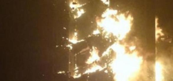 """The Torch"" de Dubái, en llamas"
