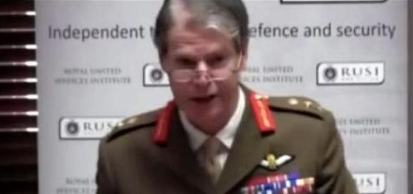 Adrian Bradshaw , adjunctul comandantului NATO