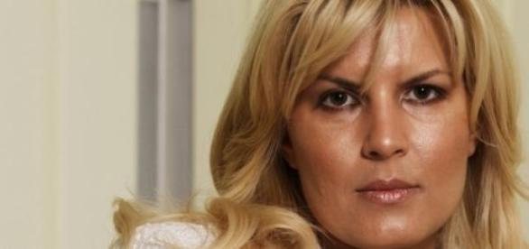 Elena Udrea va parasi luni domiciliul