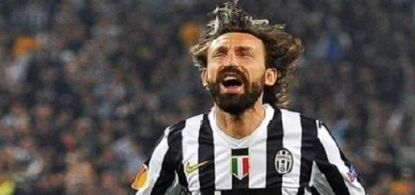 Andrea Pirlo cieszący się z kolejnego gola