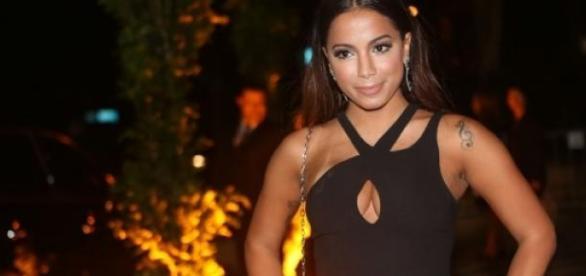 Anitta foi ao casamento de Versace