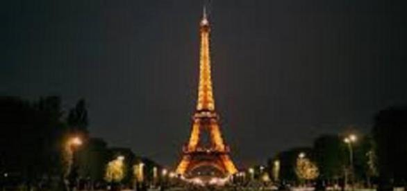Drones de origen desconocido sobrevuelan París