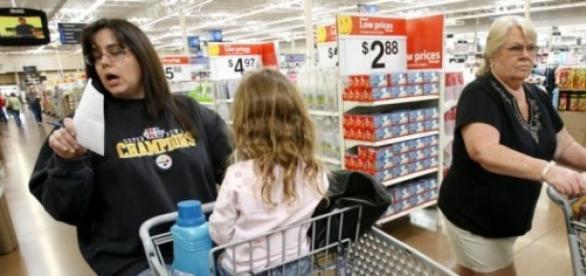 """Wal-Mart observe, en voulant garder ses salariés"""